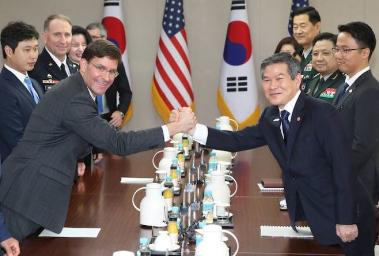 Defense Minister Jeong Kyeong-doo, right, and U.S. Secretary of Defense Mark Esper shake hands before their talks at the Ministry of National Defense in Yongsan-gu, Seoul, Aug. 9. The two will meet next week for the 51st Special Consultative Meeting (SCM), an annual defense ministerial summit, at Seoul's defense ministry, Nov. 15. Korea Times photo by Seo Jae-hoon.