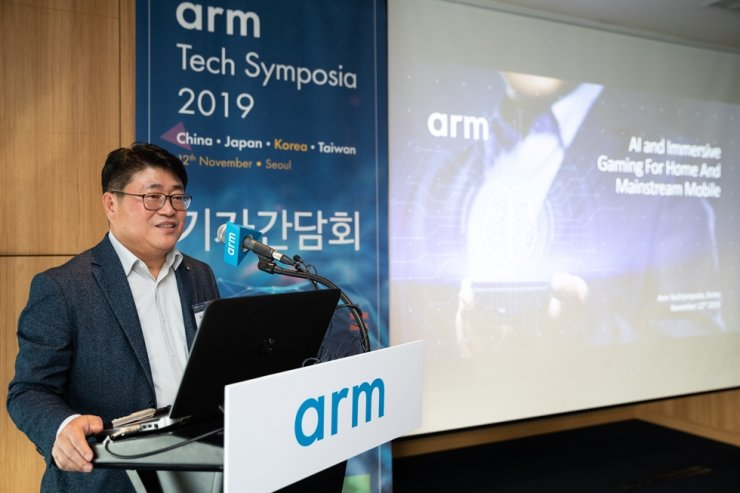 Hwang Seon-wook, country manager of Arm Korea, speaks during a press conference at the InterContinental Seoul COEX hotel, Tuesday. / Courtesy of Arm Korea