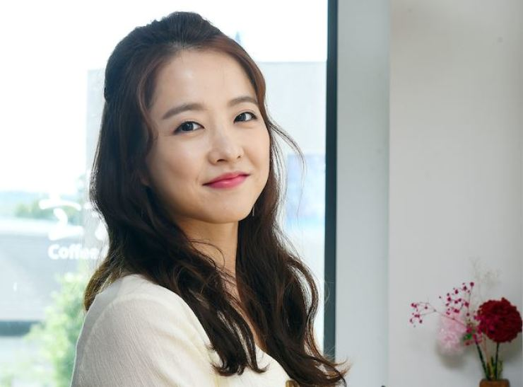 Actress Park Bo-young's arm will be in a cast for six months. Korea Times file