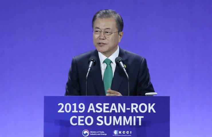 President Moon Jae-in speaks during Korea-ASEAN CEO Summit held at the BEXCO convention center in Busan, Monday. /Yonhap