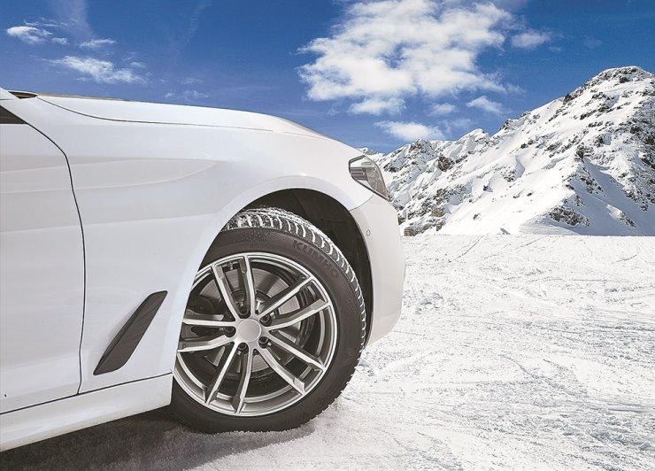 A vehicle wears Kumho Tire's premium winter tire WinterCRAFT WP72. / Courtesy of Kumho Tire