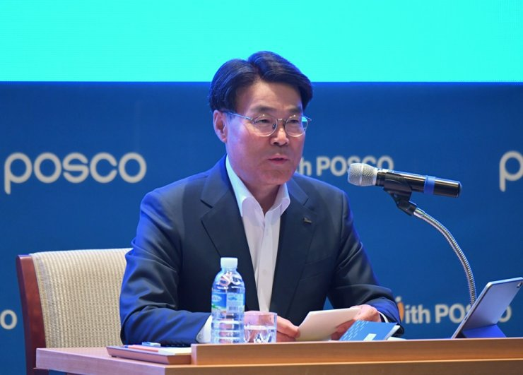 POSCO Chairman Choi Jeong-woo speaks during the POSCO Forum 2019 at POSCO Group University in Songdo, Incheon, Thursday. On the last day of the three-day event, the chairman of the steelmaker urged its executives and senior employees to find new business opportunities through cross-industry collaboration. / Courtesy of POSCO