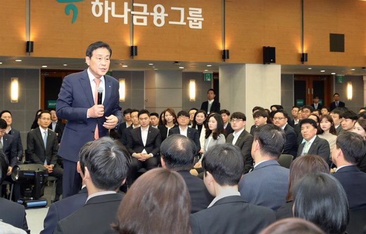 Hana Financial Group Chairman Kim Jung-tai speaks during a ceremony to celebrate the 14th anniversary of the group's foundation at its headquarters in Seoul, Dec. 2. Courtesy of Hana Financial Group