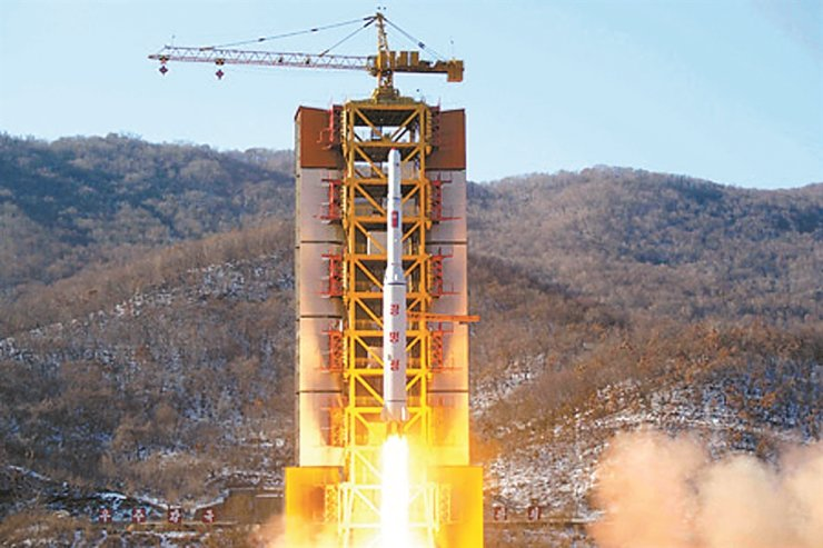 A North Korean long-range rocket is launched at the Sohae Satellite Launching Ground, Feb. 7, 2016. Korea Times file