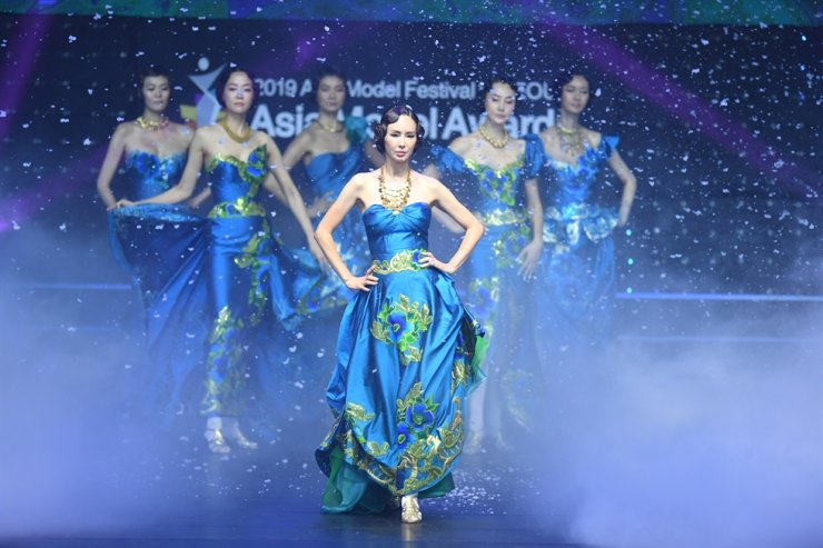 Asia Model Festival Organizing Committee (AMFOC) will be launching a new fashion show festival next year called the 'Asia Open Collection'. Courtesy of AMFOC
