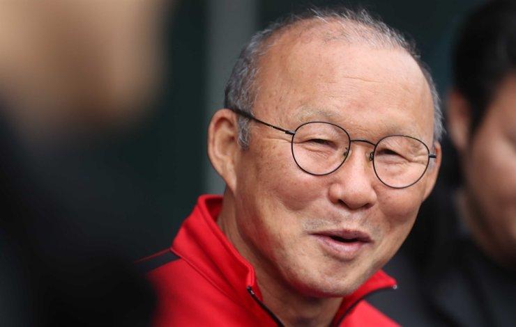 Park Hang-seo, Korean head coach of the Vietnamese men's senior and under-23 (U-23) football teams, speaks to reporters before practice at Tongyeong Stadium in Tongyeong, South Gyeongsang Province, Tuesday. Yonhap