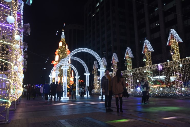 A Christmas display is set up at Cheonggye Plaza in central Seoul, Dec. 15. / Korea Times photo by Jon Dunbar