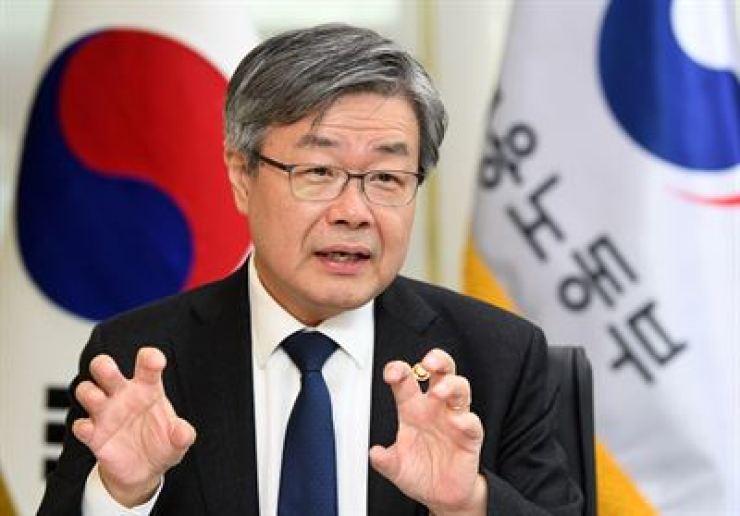 Labor Minister Lee Jae-kap