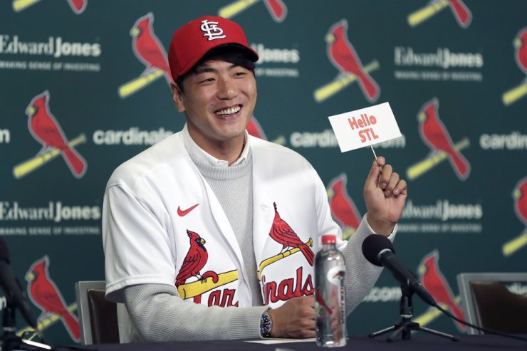St. Louis Cardinals pitcher Kim Kwang-Hyun smiles as he holds up a sign during a news conference Tuesday, Dec. 17, 2019, in St. Louis. AP-Yonhap