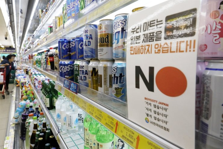 Korea went down one notch to rank as the fourth-largest trading partner of Japan in October, indicating that demand for Japanese goods here has weakened amid the trade row between the two countries. Korea Times file