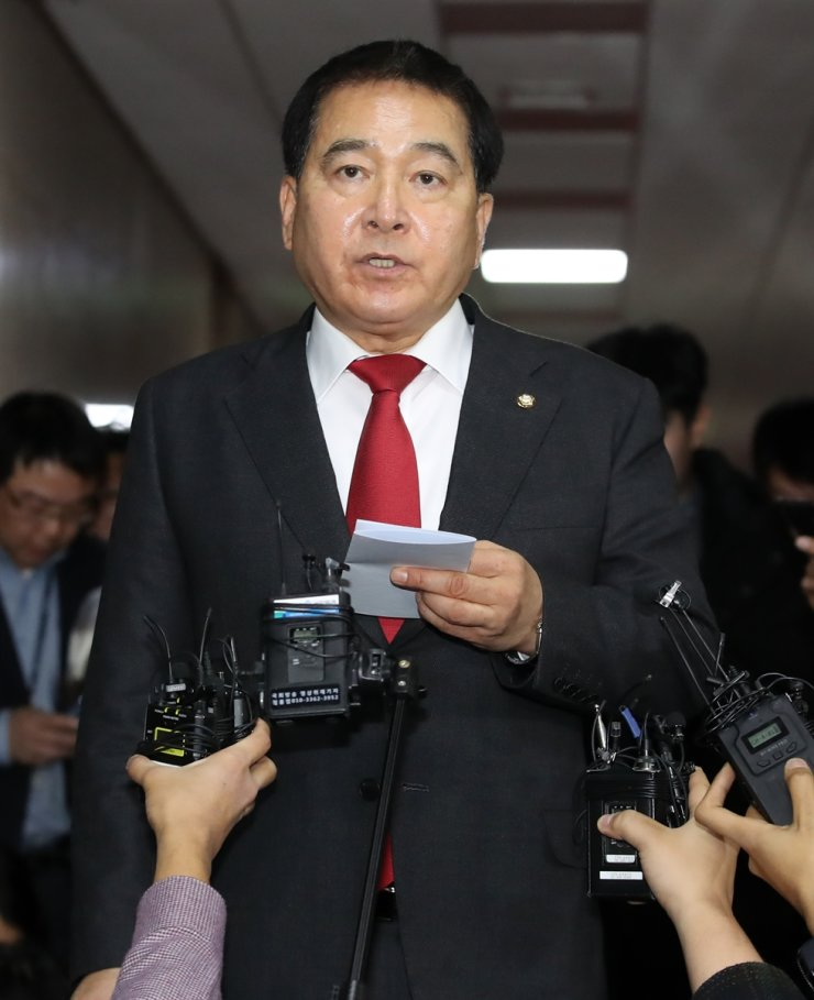 Rep. Shim Jae-cheol, newly elected floor leader of the main opposition Liberty Korea Party, speaks after holding a meeting with other floor leaders and National Assembly Speaker Moon Hee-sang at the National Assembly, Monoday. Yonhap
