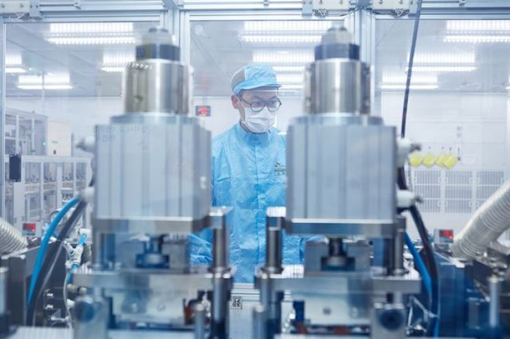 An SK Innovation engineer looks at a battery cell manufacturing line at the company's plant in Seosan, South Chungcheong Province, in this file photo. Courtesy of SK Innovation