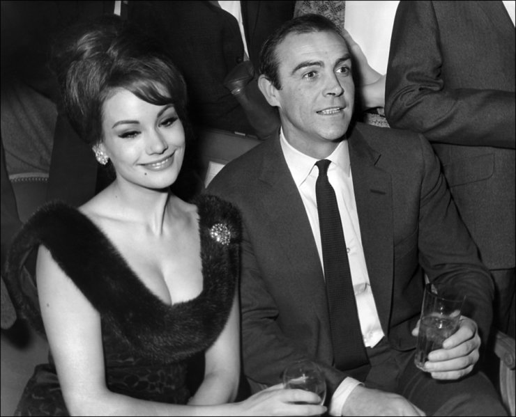 In this file photo taken on Feb. 19, 1965, Scottish actor Sean Connery (R) and French actress Claudine Auger answer journalists' questions at a hotel in Paris. /AFP-Yonhap