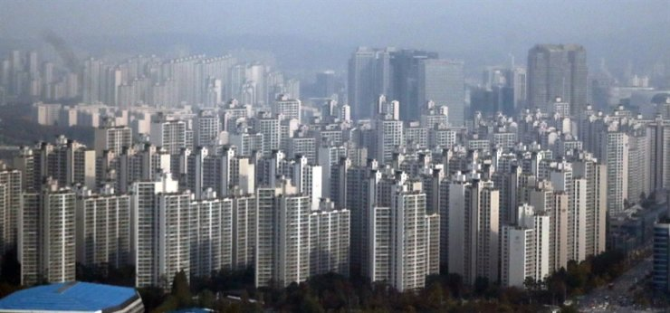 Apartment complexes in Daechi-dong, southern Seoul / Korea Times file