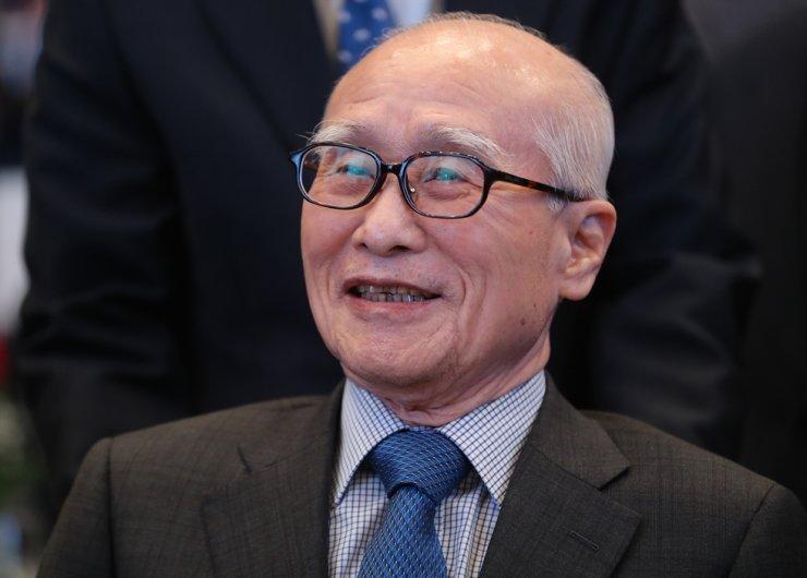 Former Daewoo Group Chairman Kim Woo-choong died of a chronic disease Monday. He was 82. Yonhap
