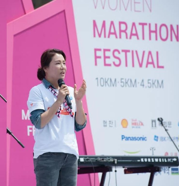 President Kim Dokyung speaks at the Women's Marathon Festival in 2019. Photo by Shane Bolen.