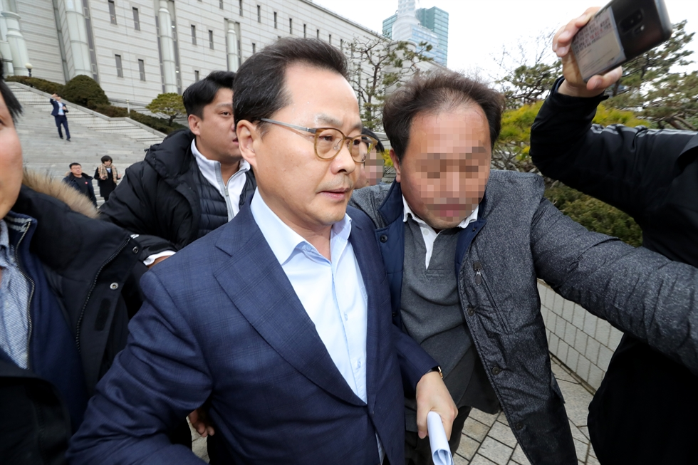 Lee Sang-hoon, Samsung Electronics' chairman of board, at the Seoul Central District Court for a trial on Dec. 17. Yonhap