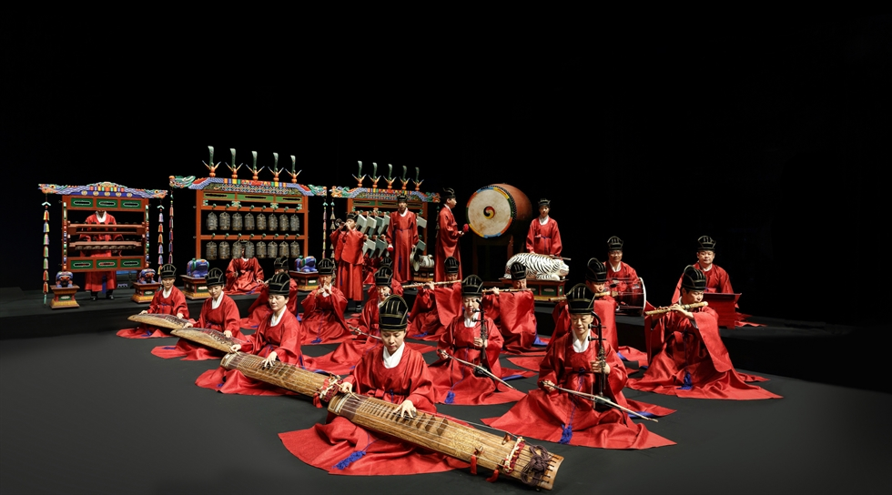 National Gugak Center presents its year-end performance 'Jongmyojeryeak' from Dec. 20 to 25 (except on Monday). The largest number of musicians and dancers will join the performance. Courtesy of National Gugak Center
