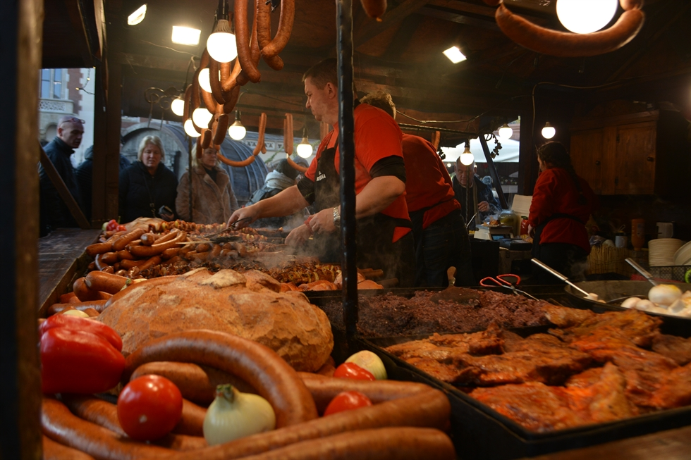 Residents and tourists shop at Wroclaw Christmas Market on Saint Nicholas Day, Dec. 6.  Korea Times photo by Lee Suh-yoon