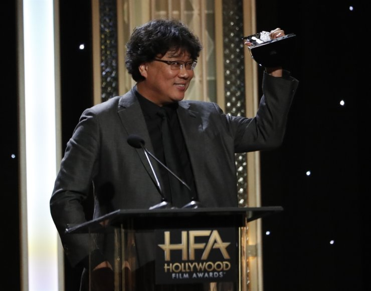 Director Bong Joon-ho accepts the Hollywood Filmmaker Award for 'Parasite' at the 2019 Hollywood Film Awards in Beverly Hills, California in this November file photo. He has been nominated in three sections for the upcoming Golden Globe Awards. Reuters-Yonhap