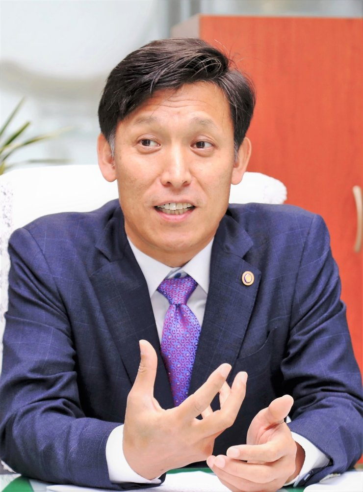 Korea Customs Service (KCS) Commissioner Kim Yung-moon speaks at his office in Daejeon, Dec. 9. Courtesy of KCS