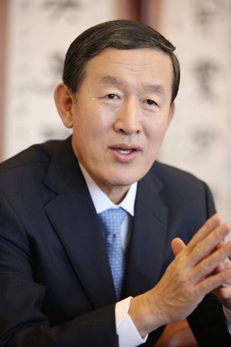 Outgoing GS Group Chairman Huh Chang-soo