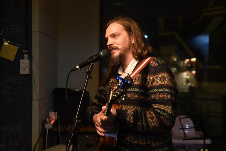 Seth Mountain performs at Re.pub.lic for HBC Fest on Oct. 19. / Korea Times photo by Jon Dunbar