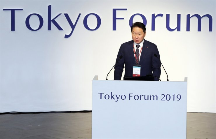 SK Group Chairman Chey Tae-won delivers an opening speech at the Tokyo Forum 2019 at Tokyo University, Friday. Chey said Asia should play a leading role in combating transnational problems. The forum was co-hosted by the University of Tokyo and the Chey Institute for Advanced Studies, which is a foundation to honor Chey's father, former SK Group Chairman Chey Jong-hyon. Courtesy of SK Group