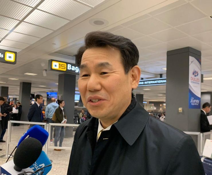 Jeong Eun-bo, the South Korean representative for the country's Special Measures Agreement with the United States, arrives at Dulles international Airport in Virginia, the United States, Jan. 13. Yonhap