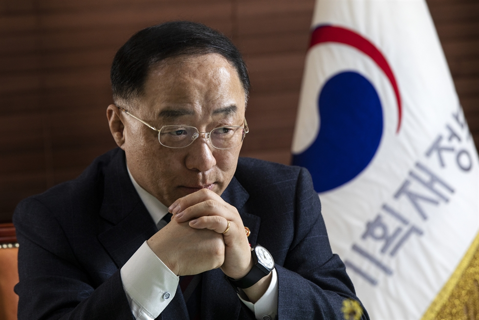 Finance Minister Hong Nam-ki speaks during an interview with The Korea Times at the Government Complex in Gwanghwamun, Seoul, Jan. 10. Korea Times photo by Shim Hyun-chul