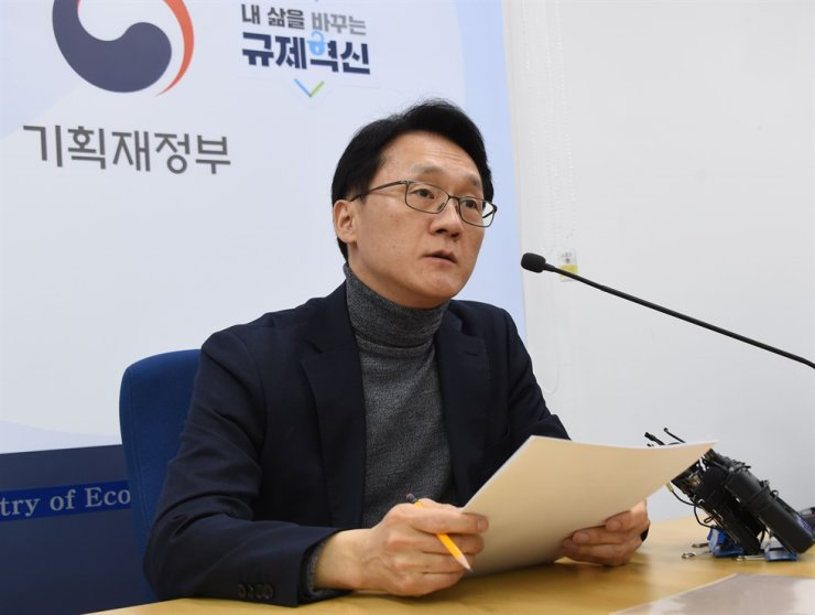 Economy and Finance Ministry Deputy Minister for Tax and Customs Lim Jae-hyeon speaks during a press briefing at Sejong government Complex, Jan. 31. Yonhap