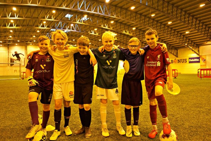 Young footballers of Iceland pose for a photo at an indoor football stadium in Kopavogur, Iceland, in this March 2019 file photo. Due to the extremely cold weather, the Northern European country built an indoor stadium to help footballers train. Players who were raised playing football on indoor pitches are called 'indoor kids.' / Courtesy of Kim Deog-young