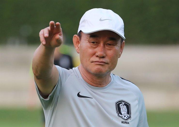 South Korean Under-23 men's football team manager Kim Hak-bum / Yonhap