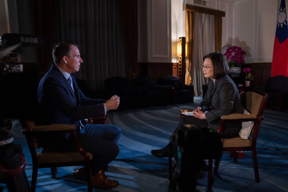 A handout photo made available by Taiwan's Presidential Office on Jan. 15 shows Taiwan President Tsai Ing-wen, right, giving an interview to BCC correspondent John Sudworth in Taipei, Taiwan, Jan. 14. EPA-Yonhap