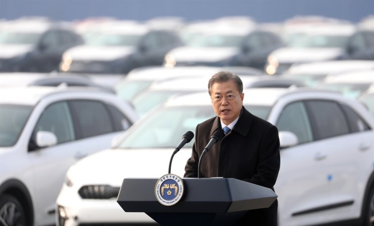 President Moon Jae-in speaks during a speech at the Pyeongtaek-Dangjin port on Friday. Yonhap