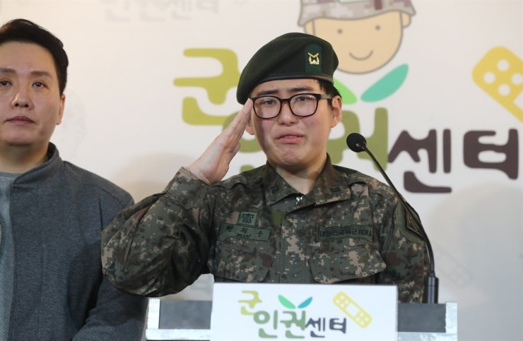 Sergeant Byun Hee-soo, the country's first transgender soldier, salutes at a press conference criticizing her involuntary discharge from service at the Military Human Rights Center in Seoul, Wednesday. / Yonhap
