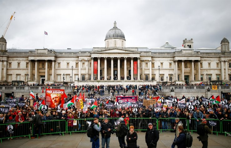 Demonstrators attend a protest to oppose the threat of war with Iran, in London, Britain, Jan. 11, 2020. Reuters