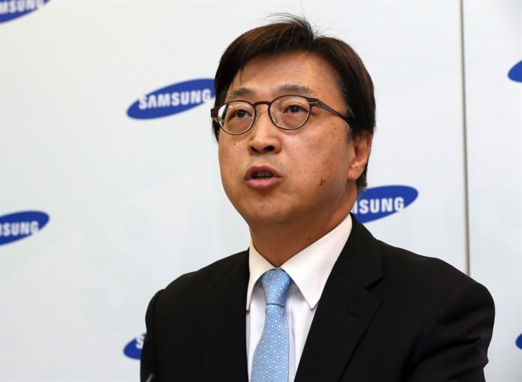 Lee In-yong, president of corporate relations of Samsung Electronics