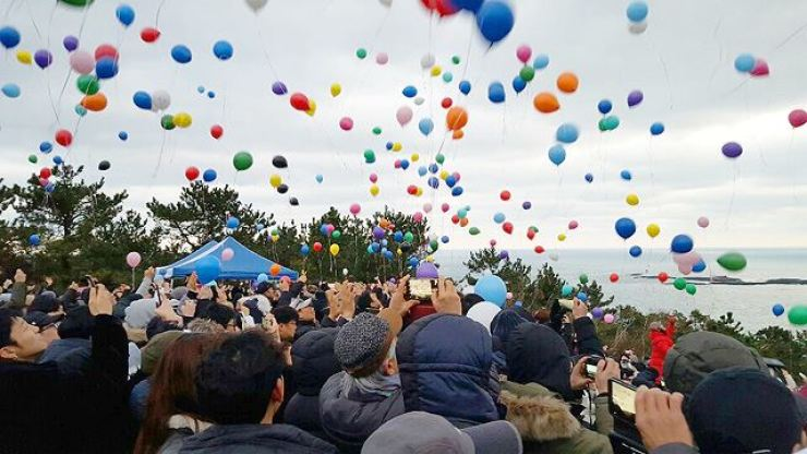 People fly balloons to celebrate the New Year on Jeju Island on Jan. 1. Courtesy of Korean Animal Rights Advocates