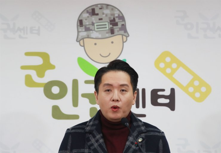 Lim Tae-hoon, director of the Centre for Military Human Rights Korea (CMHRK) speaks during a press conference, Thursday, at the center headquarters in Mapo-gu, Seoul. Lim called on the military to allow 'transgender' officers to continue their military service after receving sex change operations. Yonhap