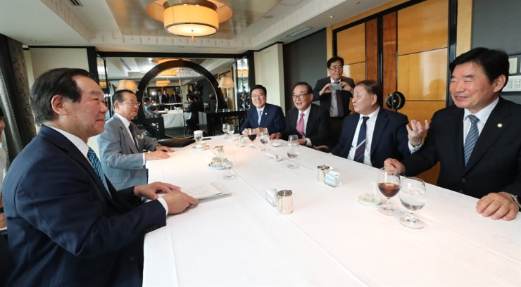 Korean and Japanese lawmakers met in Tokyo, July 31, to discuss ways to find a breakthrough in relations following Tokyo's imposition of trade restrictions against Korean firms. Korea Times file