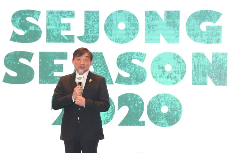 Kim Sung-kyu, CEO of the Sejong Center, speaks during a press conference to brief this year's performances and strategies at the art complex in Seoul, Monday. Yonhap