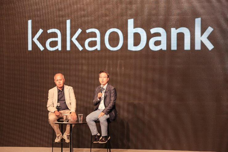 Former Kakao Bank co-CEO Lee Yong-woo, left, sits with the other co-CEO Yun Ho-young, at a press conference held July 26, 2018, marking the one year anniversary of the bank's launch at the Plaza Hotel in Seoul. / Korea Times file