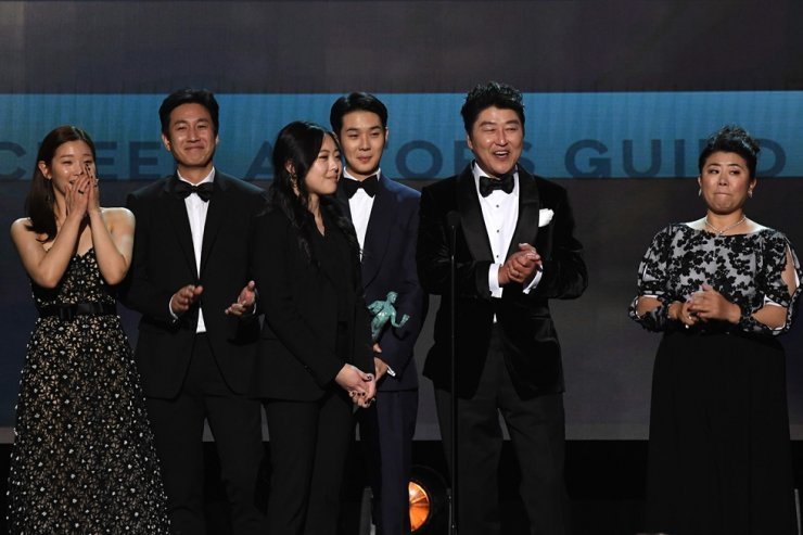 Korean film director Bong Joon Ho (2nd -R) and the cast of 'Parasite' accept the award for Outstanding Performance by a Cast in a Motion Picture during the 26th Annual Screen Actors Guild Awards show at the Shrine Auditorium in Los Angeles on Jan. 19, 2020. AFP