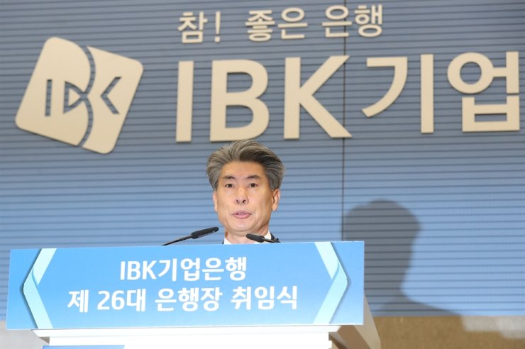 Industrial Bank of Korea (IBK) CEO Yoon Jong-won speaks during his inaugural ceremony at IBK headquarters in Seoul, Wednesday. / Yonhap