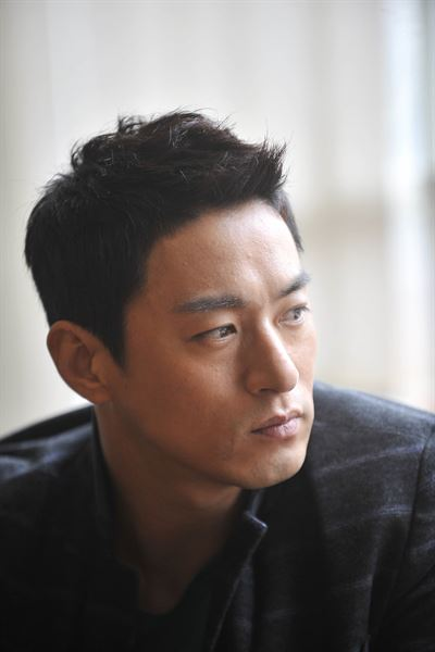 Screenshots of text messages believed to have been leaked from actor Joo Jin-mo's smartphone that was recently hacked by unknown hackers / Korea Times photo by Ryu Hyo-jin