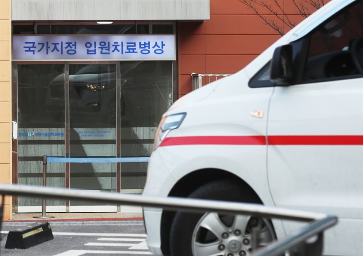 An ambulance is parked at Seoul National University Bundang Hospital in Seongnam, Gyeonggi Province, Thursday. A woman is being held in isolation there. Yonhap