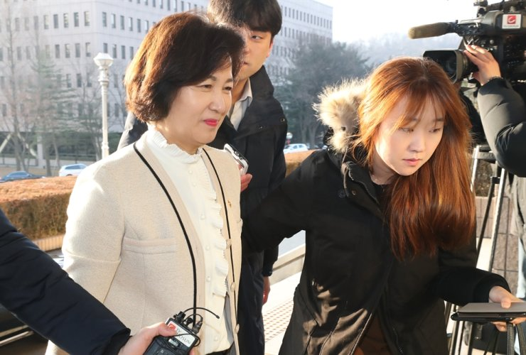Reporters surround Justice Minister Choo Mi-ae on her way to her office at the ministry building in Gwacheon, Monday. / Yonhap