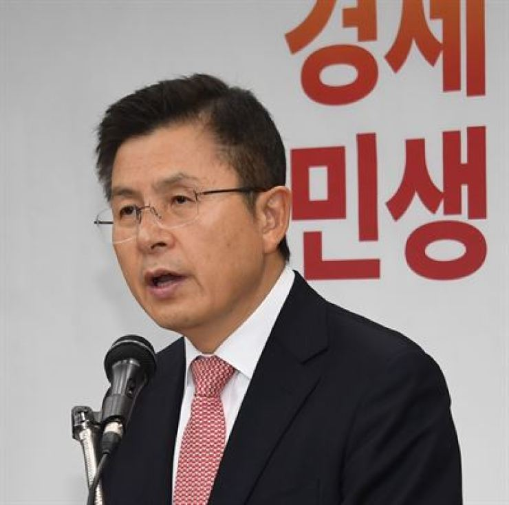 Liberty Korea Party leader Hwang Kyo-ahn delivers a speech during his New Year's press conference at the party headquarters in Yeongdeungpo-gu, Seoul, Wednesday. Yonhap