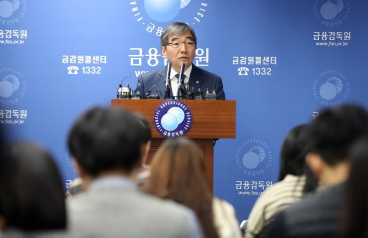 Financial Supervisory Service Governor Yoon Suk-heun speaks during a briefing on the agency's restructuring at the FSS headquarters on Yeouido, Seoul, Thursday. / Korea Times file